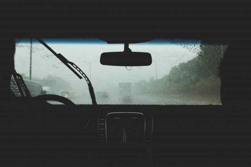 summer-fleet-maintenance-tips-windshield-wipers
